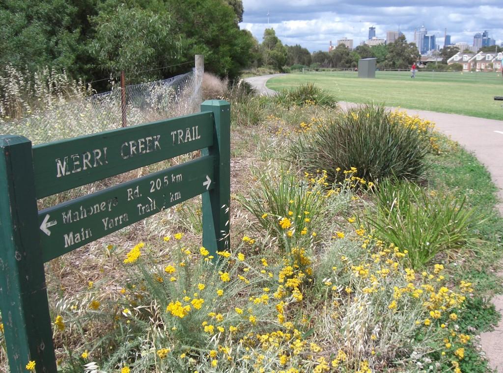 Merri_Creek_Trail_-_sign_and_path