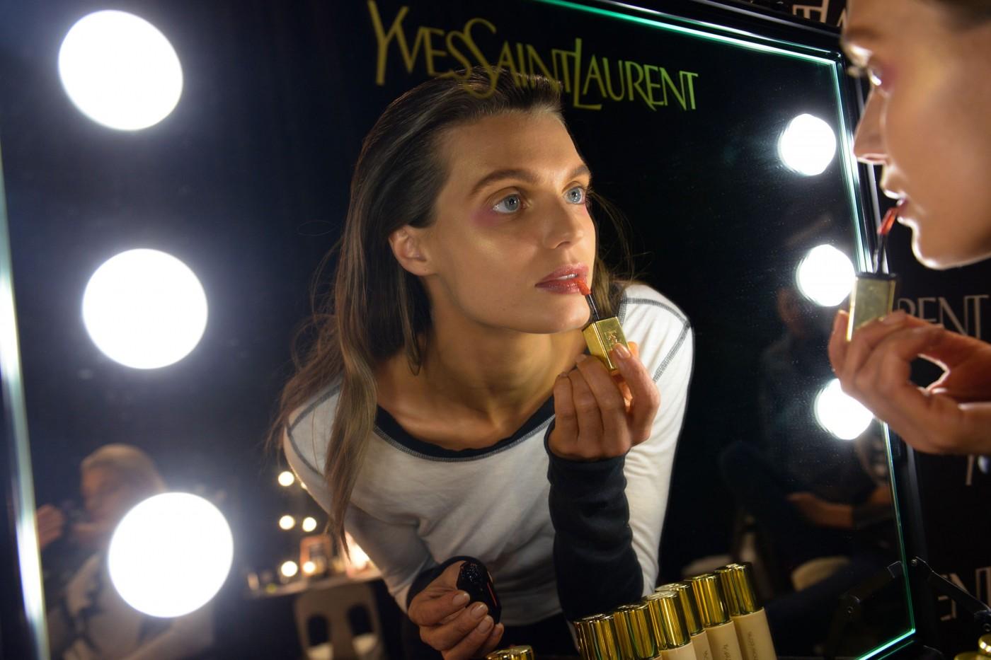 Backstage001