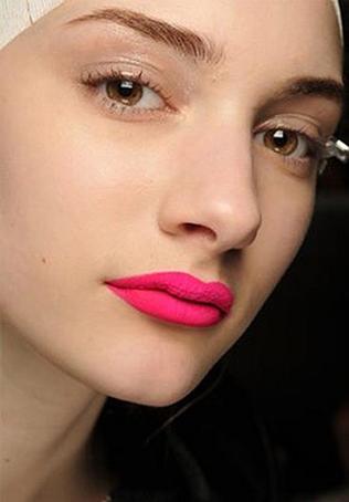 neon-lips-makeup1
