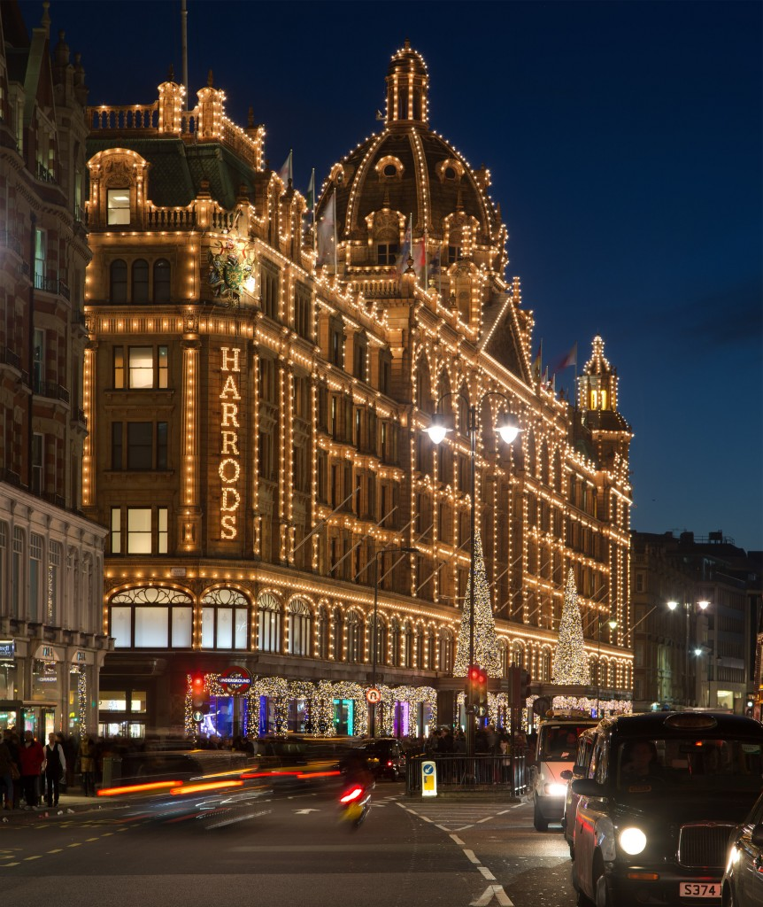 Harrods_at_Night,_London_-_Nov_2012