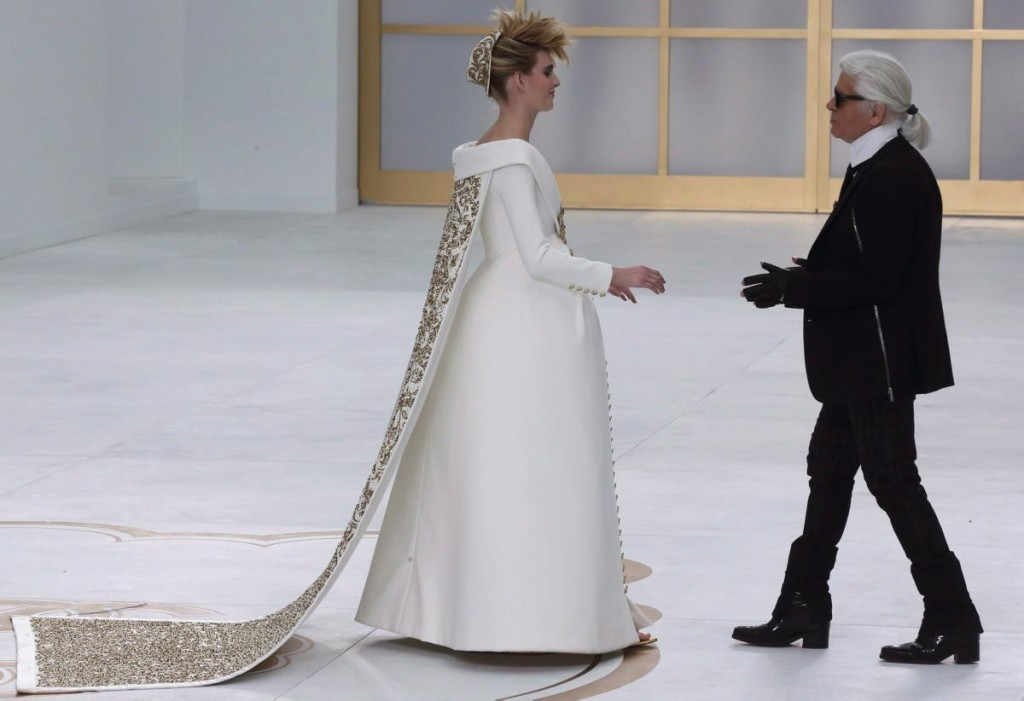 karl-lagerfeld-ashleigh-good-chanel-haute-couture-2014-runway-show
