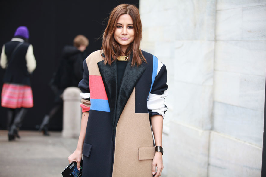 la-modella-mafia-Christine-Centenera-Fall-2013-street-style-in-a-Celine-colorblack-coat-and-gold-chain-via-vogue.fr_
