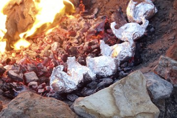 how to cook potatoes in a fire the unimpossibles glamping camping