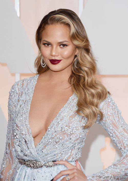 9723-model-chrissy-teigen-attends-the-87th-500x0-2