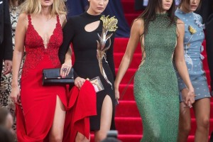 kendall-jenner-and-bff-friends-met-gala5