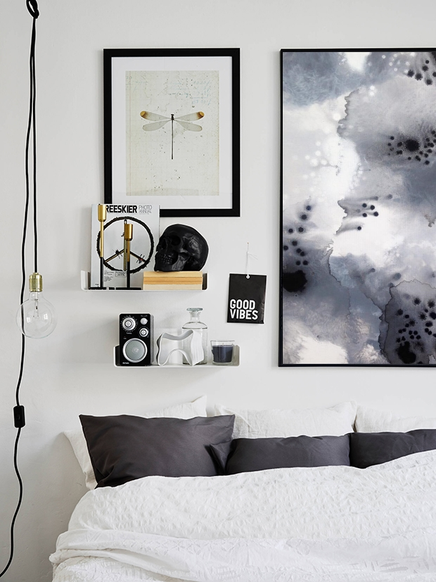 Monochrome Reef - Bedroom above bed