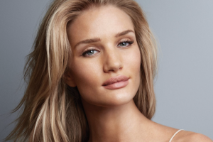 Rosie-Huntington-Whiteley-The-New-Face-Of-Morocanoil-2