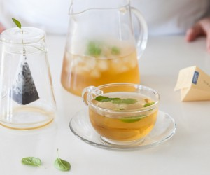 making-iced-tea-with-tea-forte