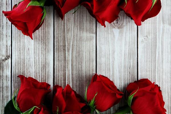 saks-valentines-day-gifts-for-her-sakspov