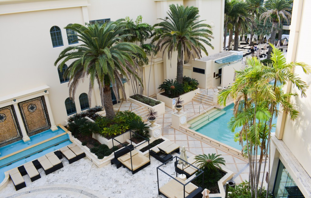 Where to stay in gold coast palazzo versace for Versace pool design